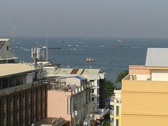 Sunbeam Hotel Pattaya: Вид с балкона