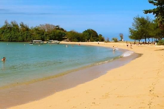 Melia Bali : beach flanked by resort