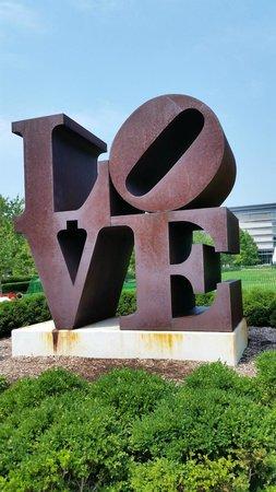 Indianapolis Museum of Art : LOVE sculpture