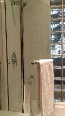 Hotel Spadari al Duomo: Clean Bath