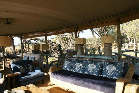 Wilderness Safaris Little Vumbura Camp: Lounge du lodge