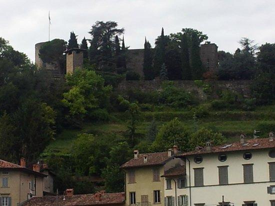 """Rocca di Bergamo: La Rocca vista dal """"vallone"""""""
