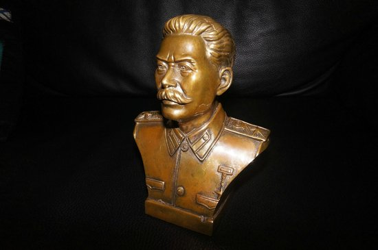 Panjiayuan Antique Market: The bust of Jo Stalin I bought for $30 (brilliant)!!!