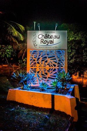 Chateau Royal Beach Resort And Spa: Entrance sign