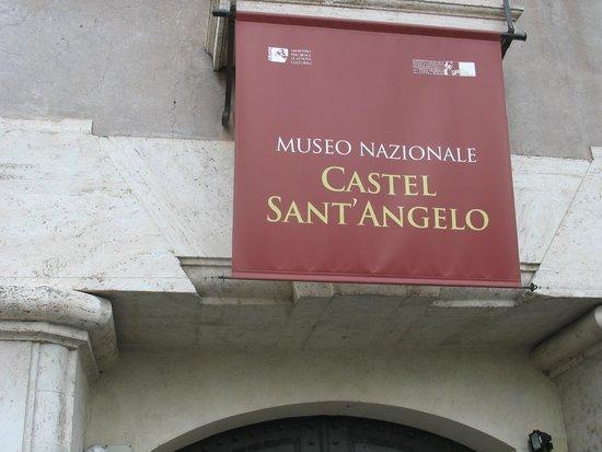 Castillo de Sant'Angelo: Esternamente al castello