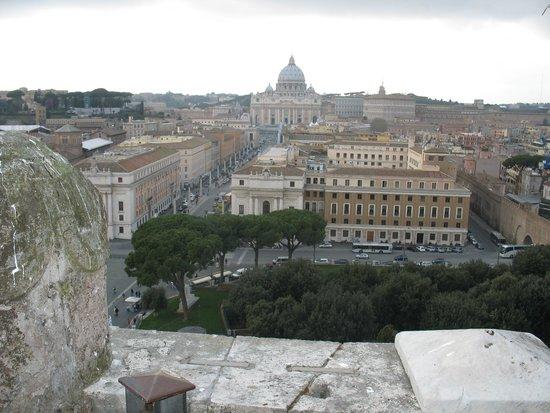 Castillo de Sant'Angelo: Il panorama dal castello su Città del Vaticano