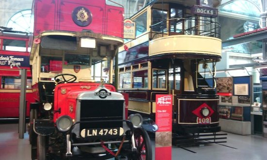 London Transport Museum : Autocarros