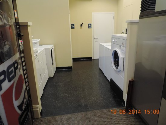 Marriott's Custom House: Washing machine and dryer