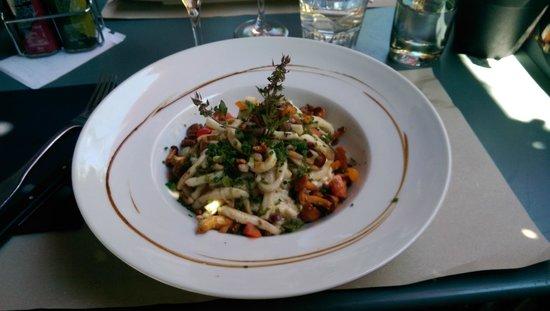 Le café de la place : risotto aux calamars grillés et girolles