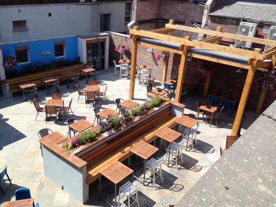 The William Rufus: New large beer garden at rear of pub