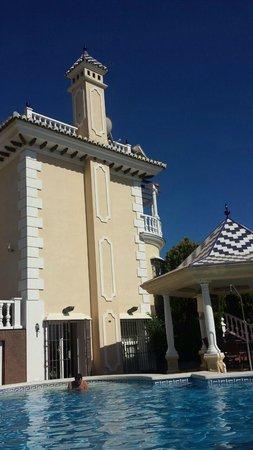 Villa al Alba: suite desde la piscina