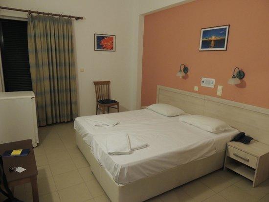 Corfu Senses Resort: Bed for mom adn dad