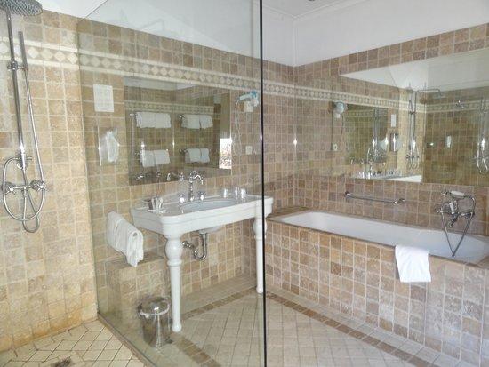 Hotel Martin's Relais: Il bagno