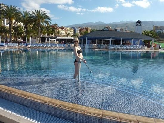 Sunlight Bahia Principe Tenerife: infinity pool (very cold)