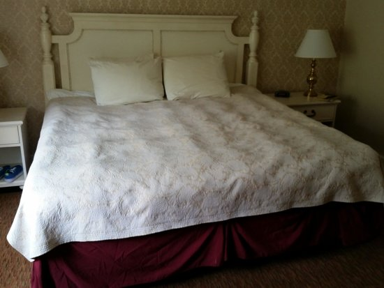 The Admiral's Inn: Comfortable bed