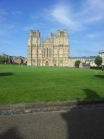 Wells Cathedral: Cathedral and lovely grounds