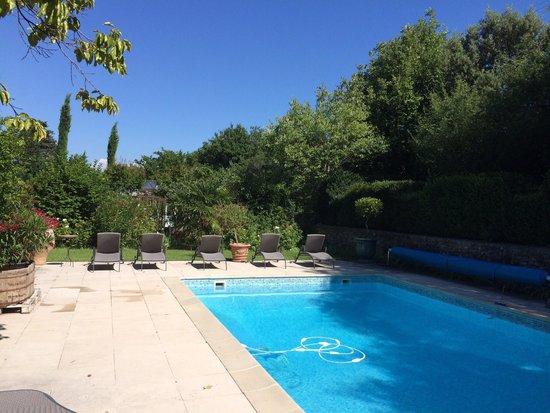 Le Mas du Temps...: Lieu relax la piscine