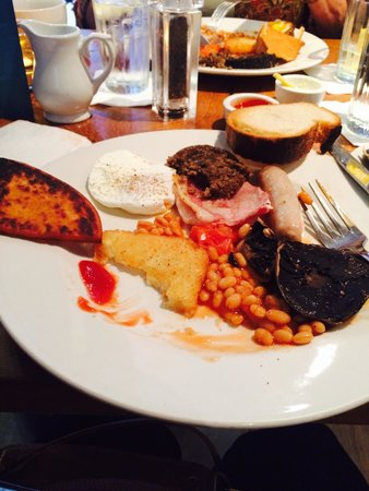 Treacle Bar and Kitchen: Full Scottish Brkfst...yum!! Comes with haggis and black pudding