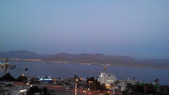 U Coral Beach Club Eilat: נוף מהחדר בערב