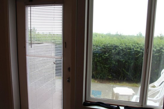 Shilo Inn Suites - Ocean Shores: ground floor view
