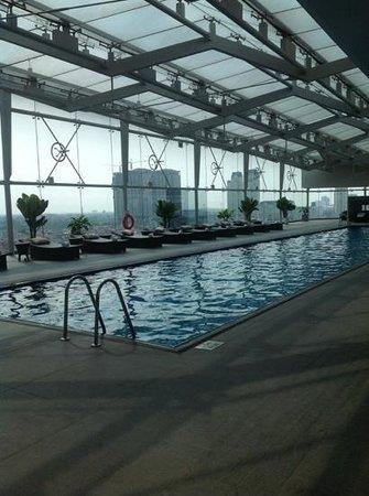JW Marriott Hotel Hanoi: the pool upstairs