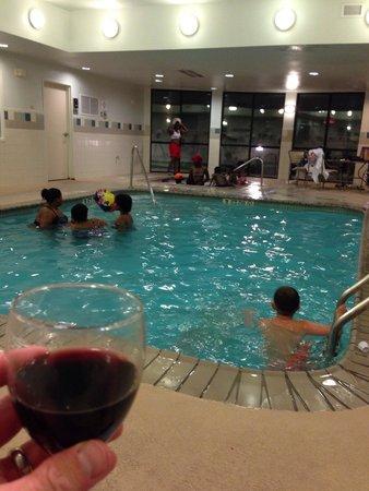 Courtyard West Orange : Busy pool, but kids had fun.