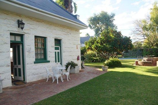 La Pension Guest House: Cottage exterior