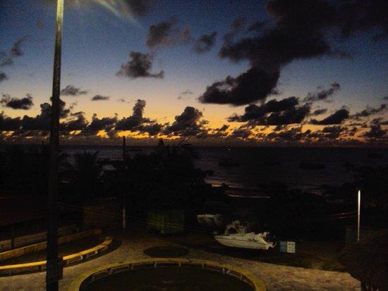 Pousada Marahub: Vista incrível da pousada, na parte superior!! Neste momento o sol nascia...