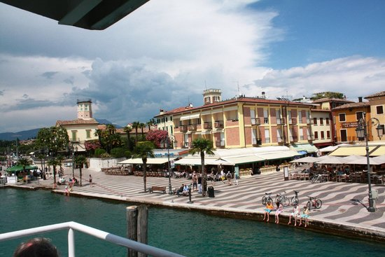 Montresor Hotel Palace: Lago di Garda, Sirmeone's cliff, view by hop-in-hop-off ship
