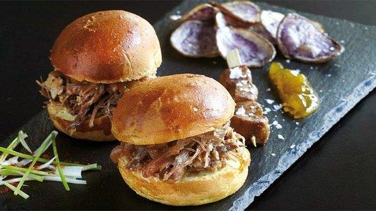 Food Mafia : Burger με πάπια, Foie gras και blue chips