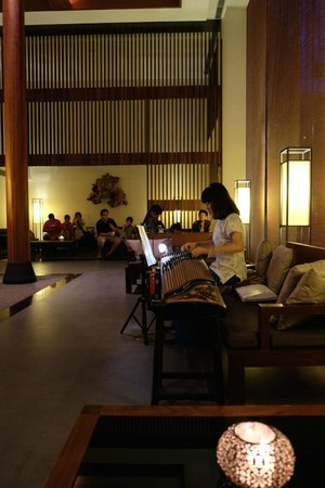 Silks Place Taroko: 琴演奏