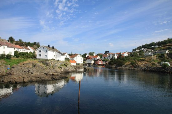 Sogndalstrand Kulturhotell: The harbour area