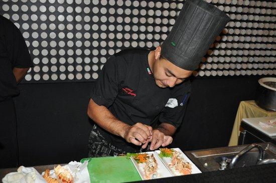 Marquis Los Cabos All-Inclusive Resort & Spa: Head Chef preparing Special Sushi