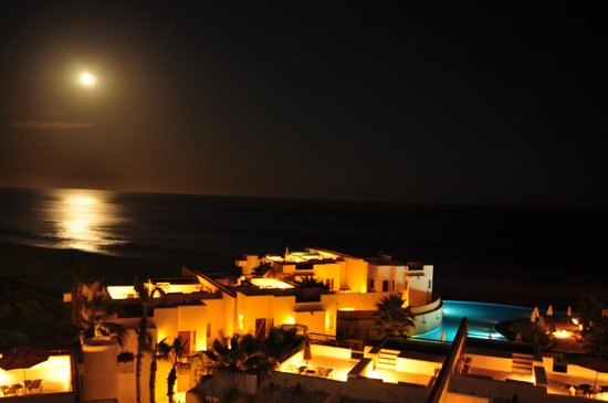 Marquis Los Cabos All-Inclusive Resort & Spa: Full Moon over resort