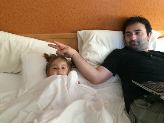 Hotel Galeón: кровать