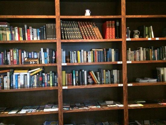 Hotel Galeón: библиотека