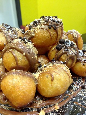 Loukoumakos: Lukumades with chocolate and biscuit