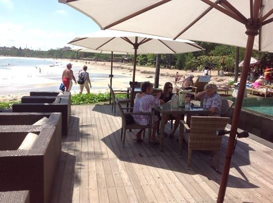 Bali Garden Beach Resort: boardwalk cafe