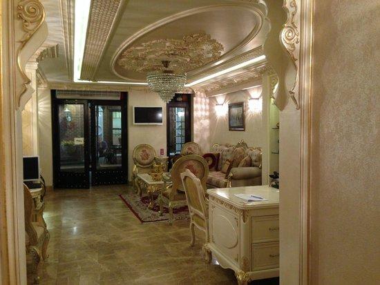 Hotel Evsen: COzy lobby