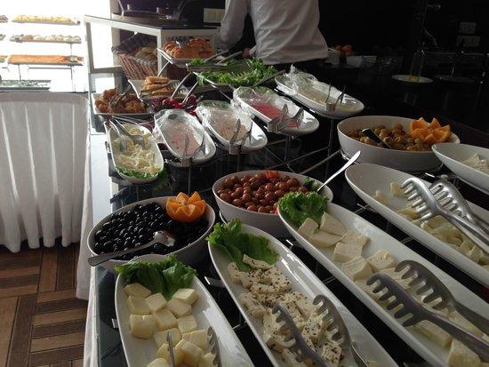 Hotel Evsen: Breakfast Spread