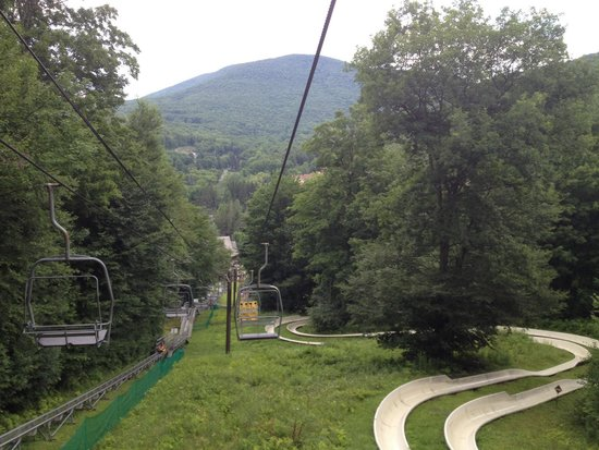 Jiminy Peak Mountain Resort: Nice views. Right is mountain slide left is beginning of roller coaster type slide.