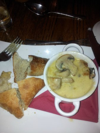 The George Inn: Creamy garlic mushrooms