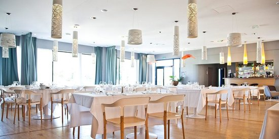Hotel du Chateau : Salle de Restaurant le 123