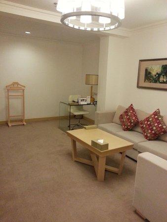 Grand Mercure Urumqi Hualing Hotel : リビング