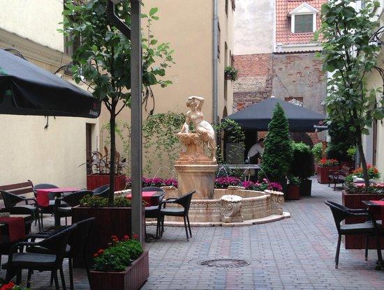 Hotel Garden Palace: Needs Room Upgrades