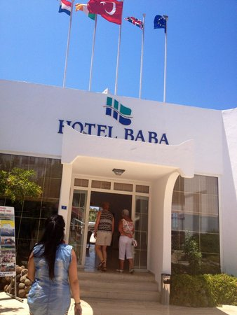 Baba Hotel: Cute entrance to the hotel lobby