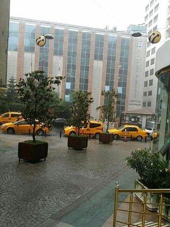 Elite World Istanbul  Hotel: outside