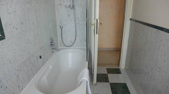Hotel Orto De Medici: salle de bains