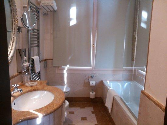 Hotel Canal Grande: バスルーム
