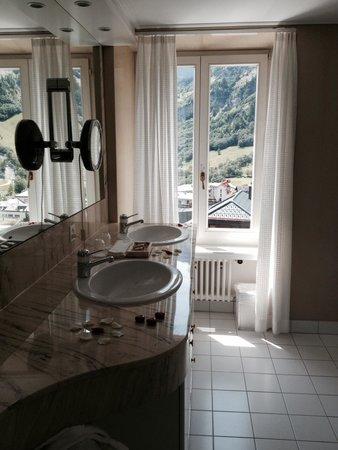 Hotel Les Sources des Alpes : Bathroom